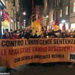 Torino: fiaccolata di protesta degli insegnanti diplomati
