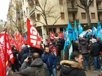 Lavoratori Abet e Arpa allo sciopero della categoria Gomma-plastica