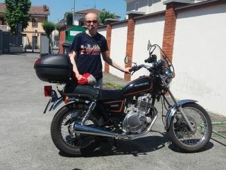 L'ultimo saluto a Daniele, morto a 45 anni per una polmonite fulminante
