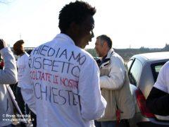 In marcia i migranti chiedono più integrazione e meno sfruttamento 4
