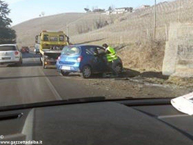 Neive: tre incidenti in 3 ore. Moto investe i Carabinieri impegnati nei rilievi