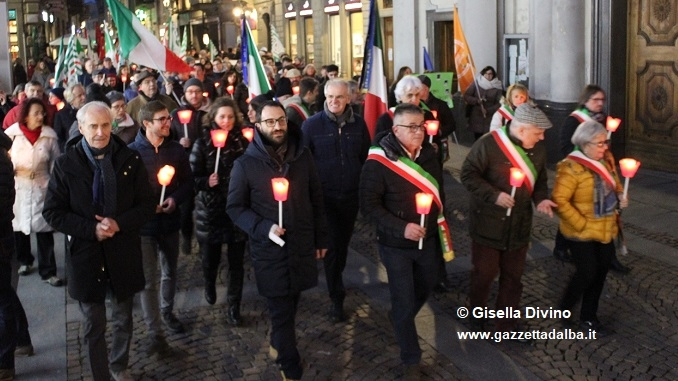 Centinaia di persone in corteo per manifestare contro i fascismi e i razzismi