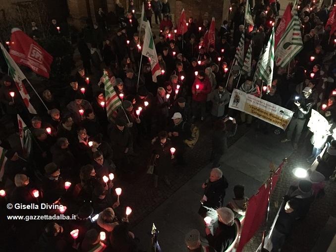 Centinaia di persone in corteo per manifestare contro i fascismi e i razzismi 1