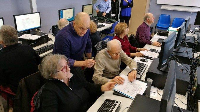 Partiti i corsi di computer per gli  anziani con una grande adesione