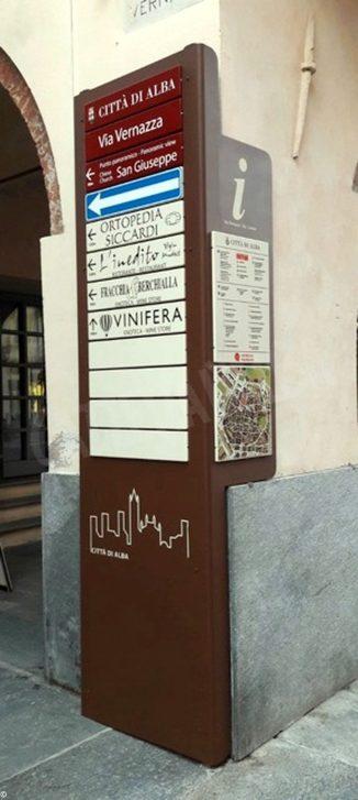 Nuove insegne in centro ad alba: più visibili negozi e luoghi turistici