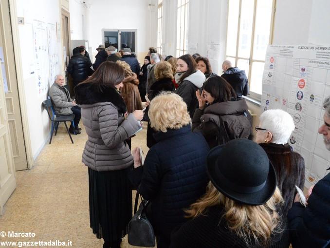 Elezioni 2018 Coda scuola Maddalena 1