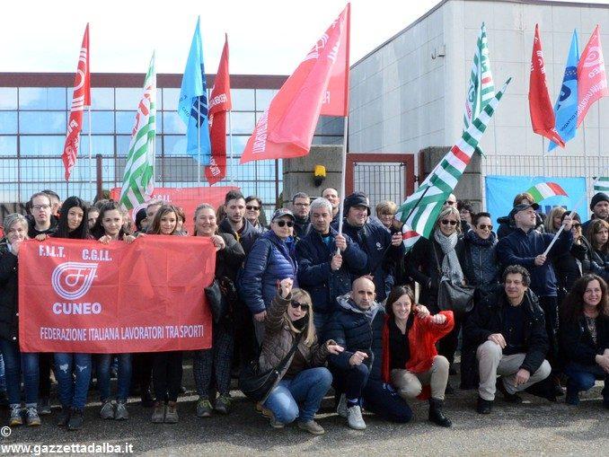 Sciopero dei lavoratori del centro logistica dell'azienda Giordano vini