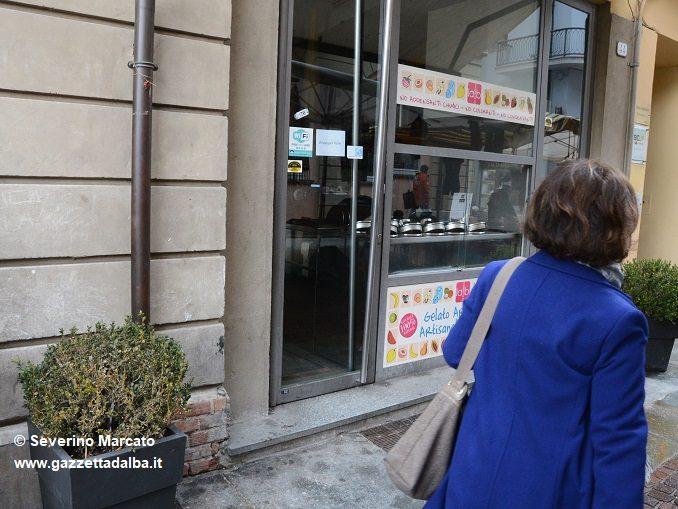 """Serrande abbassate a """"La Brasilera"""", chiude lo storico locale di piazza Ferrero 1"""