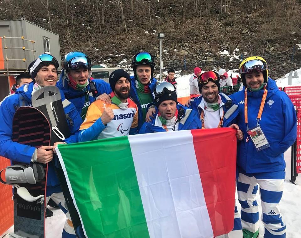Paolo Priolo al centro della squadra festeggia l'argento di Manuel Pozzerle al centro con la barba