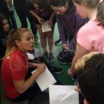 Raquel  Huertas  un'olimpionica insegna l'hockey prato alle scuole di Bra