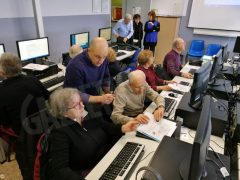 Partiti i corsi di computer per gli  anziani con una grande adesione 4