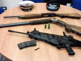 I Vigili di Montà hanno trovati tre grossi fucili in un campo