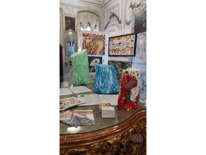 La pittrice Roberta Astegiano alla Cantina comunale di La Morra 1