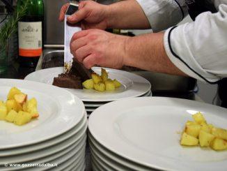 Un'emozionante cena al buio per gli studenti dell'istituto Piera Cillario