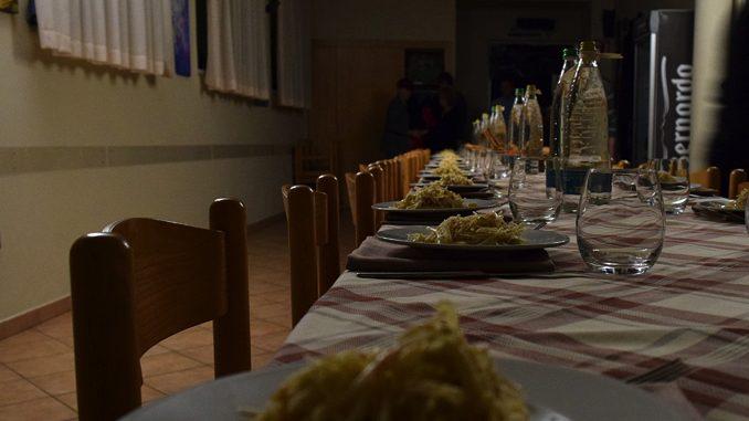 Un'emozionante cena al buio per gli studenti dell'istituto Piera Cillario 2