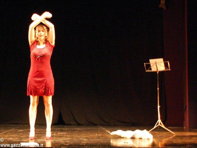 Giuliana Garavini in scena a Neive con R-Esistenza donna