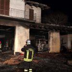 Grave incendio: in fiamme un garage di un'abitazione dichiarata inagibile