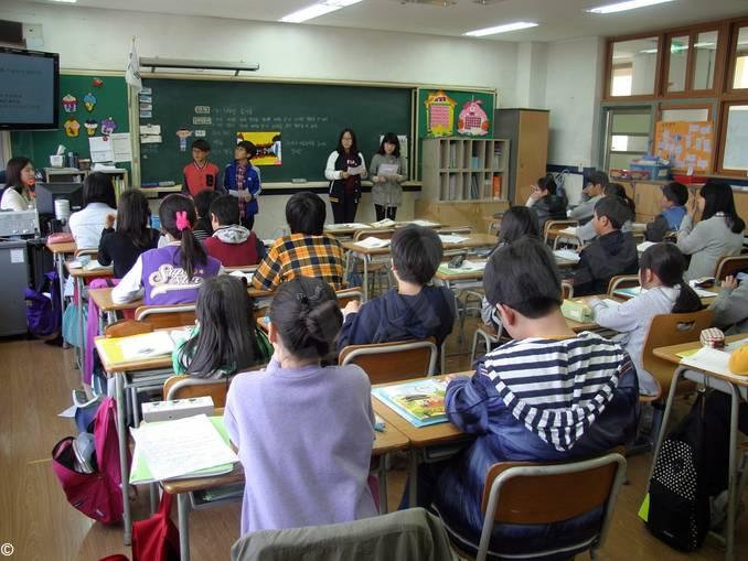 scuola classe lezione insegnante