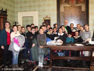 """Alba: gli studenti visitano municipio con il progetto """"La scuola in comune"""""""
