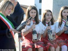 Sotto la statua del vignaiolo saranno collocate 73 bottiglie di Barolo 2