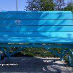 Raccolto l'appello di Gazzetta: ripulita la panchina turchese di Scaparoni