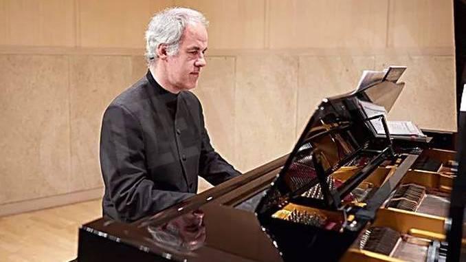 Bertrand Giraud,  maestro al piano in San Giuseppe