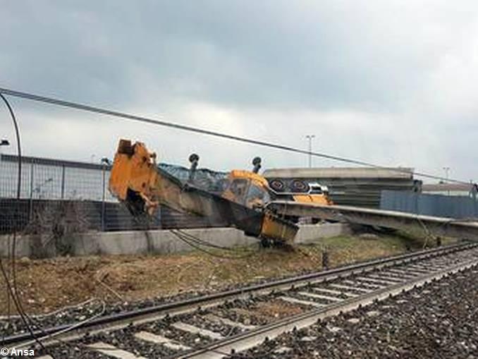 Dieci feriti nel deragliamento del treno tra Sant'Albano e Trinità 1
