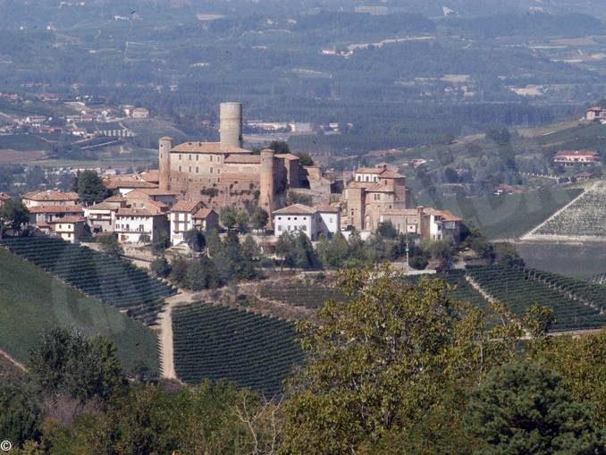 Una parte del castello di Castiglione Falletto è stata ceduta