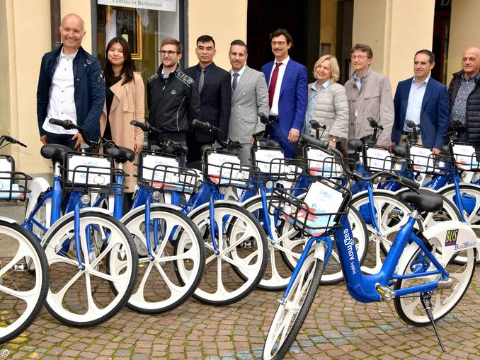 Sotto le torri arriva Bus2bike: nuovi bus e 320 bici a pedalata assistita