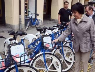 Sotto le torri è arrivato Bus2bike: nuovi bus e 320 bici a pedalata assistita