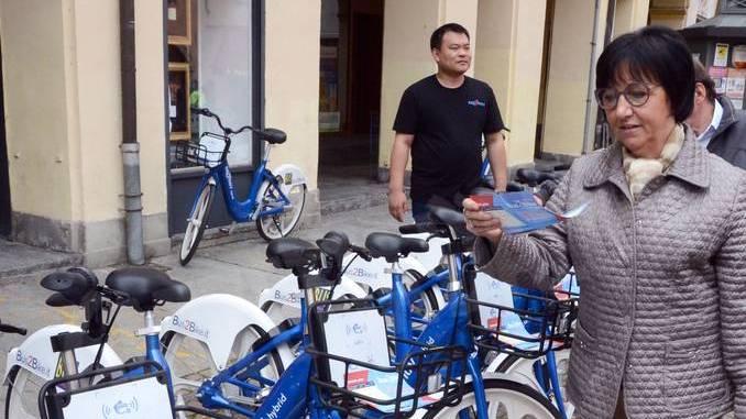Sotto le torri è arrivato Bus2bike: nuovi bus e 320 bici ibride a pedalata assistita