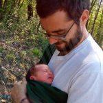 A piedi, tra le rocche del Roero, col bebé stretto al cuore