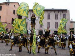 Spettacolo di sbandieratori e musici ad Alba per Bandiere per un amico 1