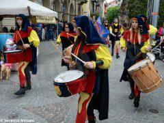 Spettacolo di sbandieratori e musici ad Alba per Bandiere per un amico 19