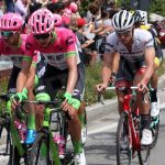 Clima di festa ad Alba per il passaggio del Giro d'Italia. Le foto