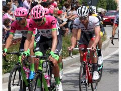 Clima di festa ad Alba per il passaggio del Giro d