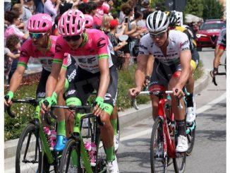 Clima di festa ad Alba per il passaggio del Giro d'Italia 7