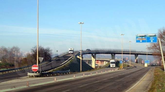 Alba: da lunedì 14 chiuso il ponte della tangenziale in uscita su corso Nebbiolo