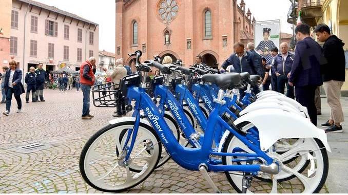 """Alba: il servizio bike sharing """"Bus2Bike"""" ora è a pagamento"""