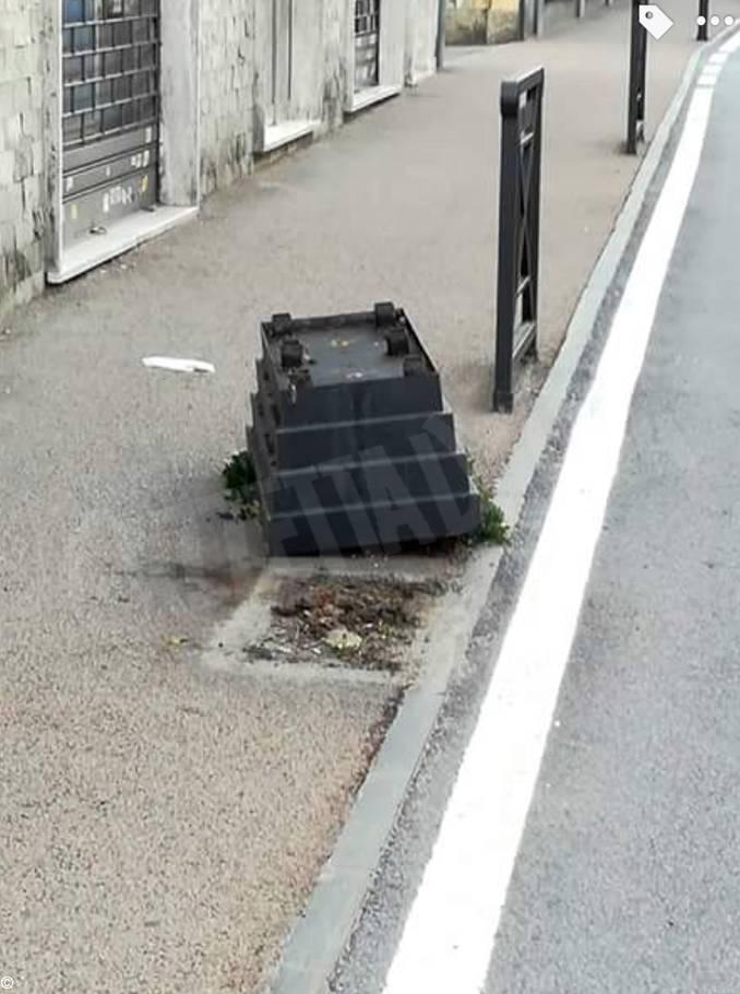 Ignoti vandali hanno danneggiato le fioriere di Bra