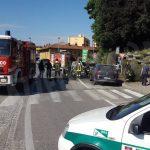 Bra: auto va in fiamme in strada Orti e incendia altre due vetture