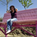 Sabato 9 si inaugura la big bench tutta rosa sulla collina Giaconi di Canale