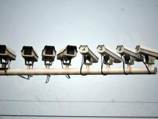 Le telecamere identificano gli autori dell'abbandono di rifiuti