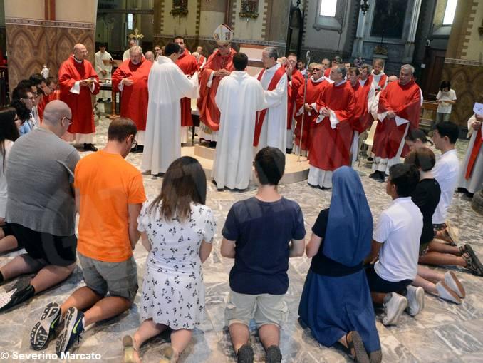 Giovani in partenza per incontro con papa – 3