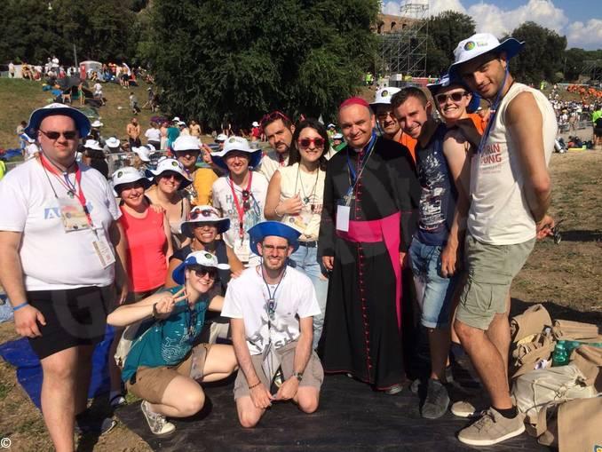 giovani e vescovo a roma 2