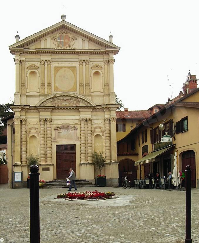 800px-Chiesa_dei_Battuti_Bianchi_di_Sommariva_del_Bosco