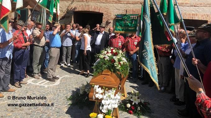 Celebrati i funerali del barolista Beppe Rinaldi