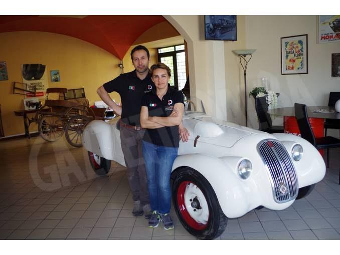 Ivano e Barbara, restauratori per il Museo dell'auto torinese