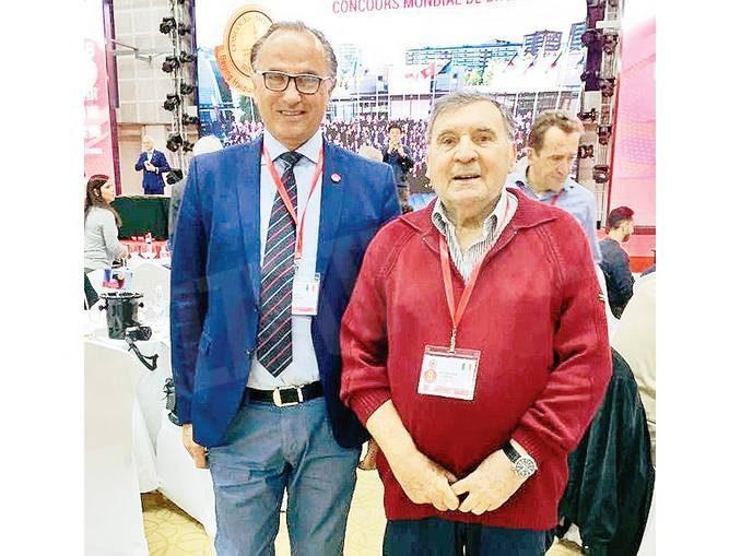 Due assaggiatori albesi dell'Onav all'opera in Cina