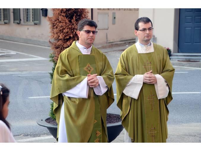 Piobesi a destra don Alessandro, a sx don Luciano 1